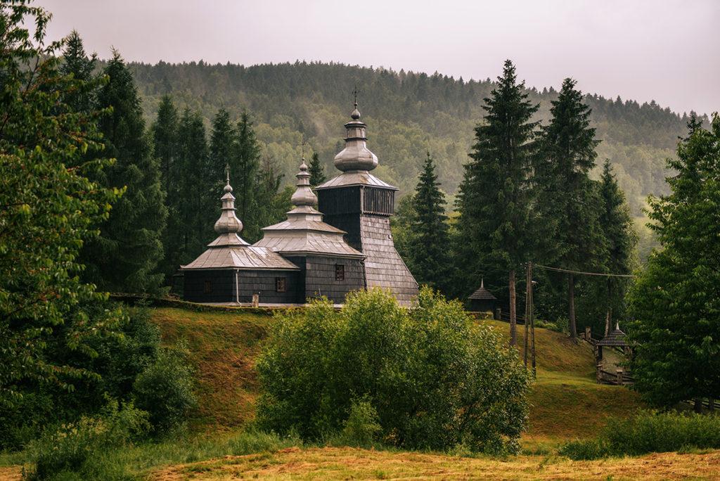 Drewniane cerkwie Beskidu Niskiego.   Cerkiew świętego Dymitra w Czarnej
