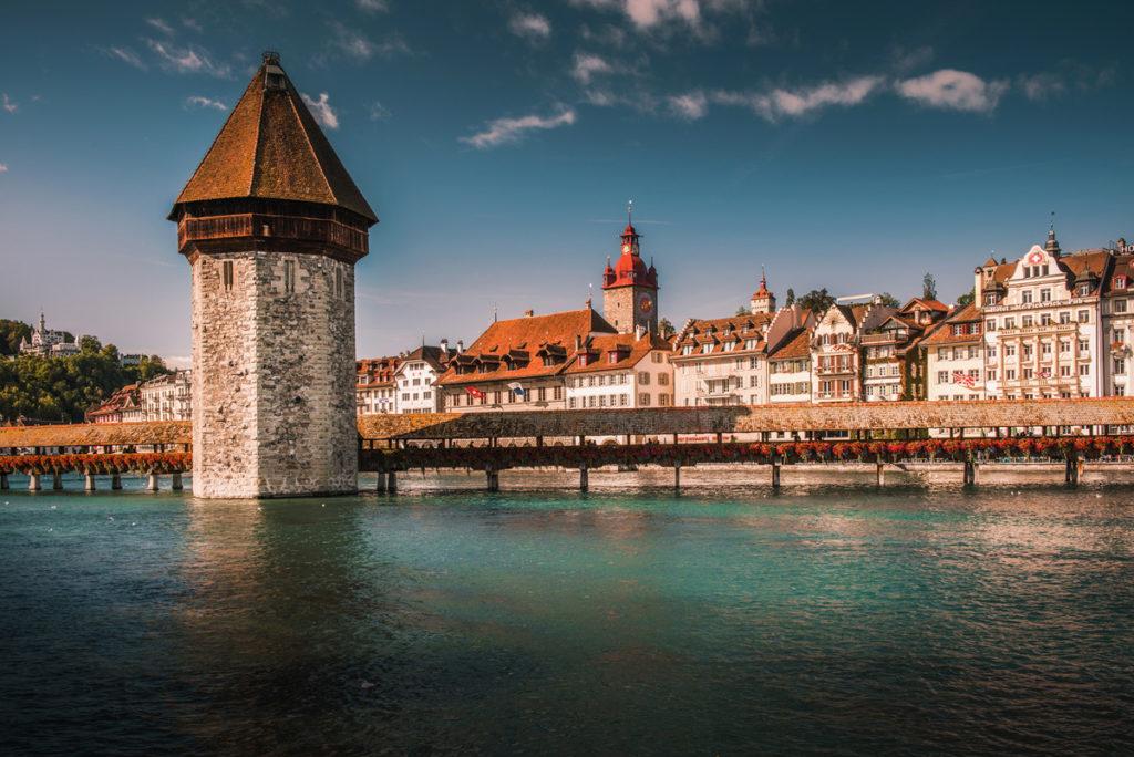 Kapellbrücke oraz Wasserturm. Co warto zobaczyć w Lucernie.