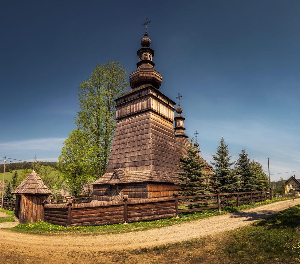 Drewniane cerkwie Beskidu Niskiego.   Cerkiew świętych Kosmy i Damiana w Skwirtnem