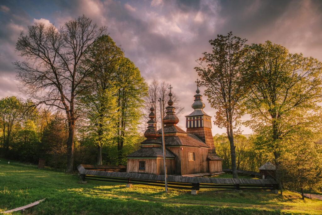 Beskid Niski drewniane cerkwie. Cerkiew św. Michała Archanioła w Świątkowej Małej