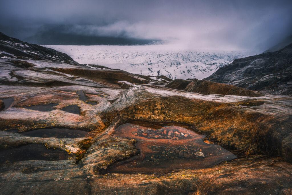 Wygładzone zbocza doliny lodowca Aletsch