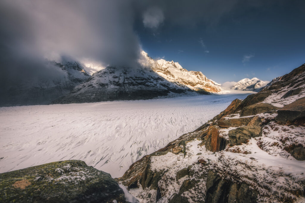 Najdłuższy lodowiec Alp - Aletschgletscher. Panorama z punktu widokowego Platta.