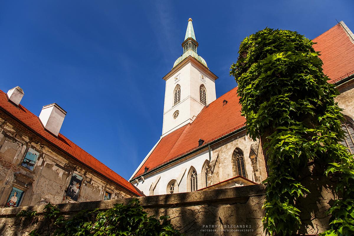 Co warto zobaczyć w Bratysławie w godzinę - katedra świętego Marcina w Bratysławie, największe atrakcje Bratysławy, Stare Miasto, trasa do Chorwacji, samochodem na Bałkany