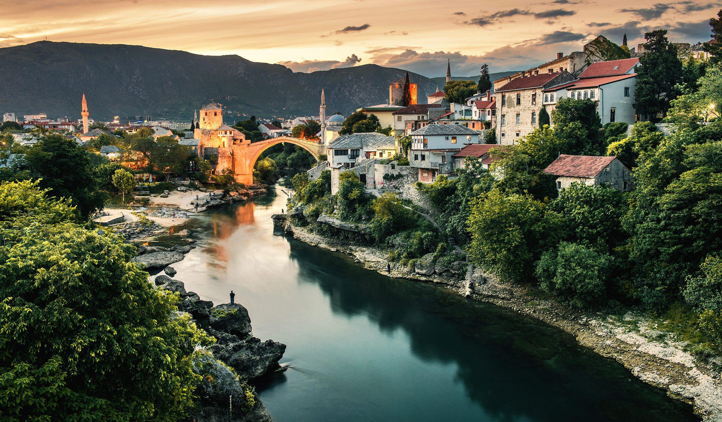 Samochodem przez Bałkany: wybrzeże Chorwacji, co warto zobaczyć, największe atrakcje Bośni i Hercegowiny.