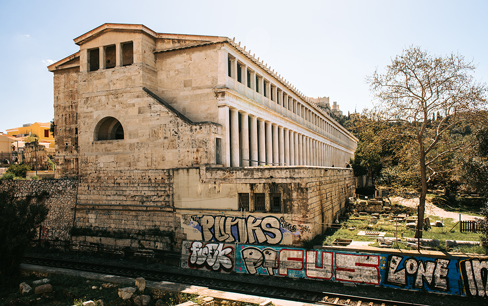 Największe atrakcje Aten. Co warto zobaczyć w Atenach - Stoa Attalosa na Agorze Ateńskiej.