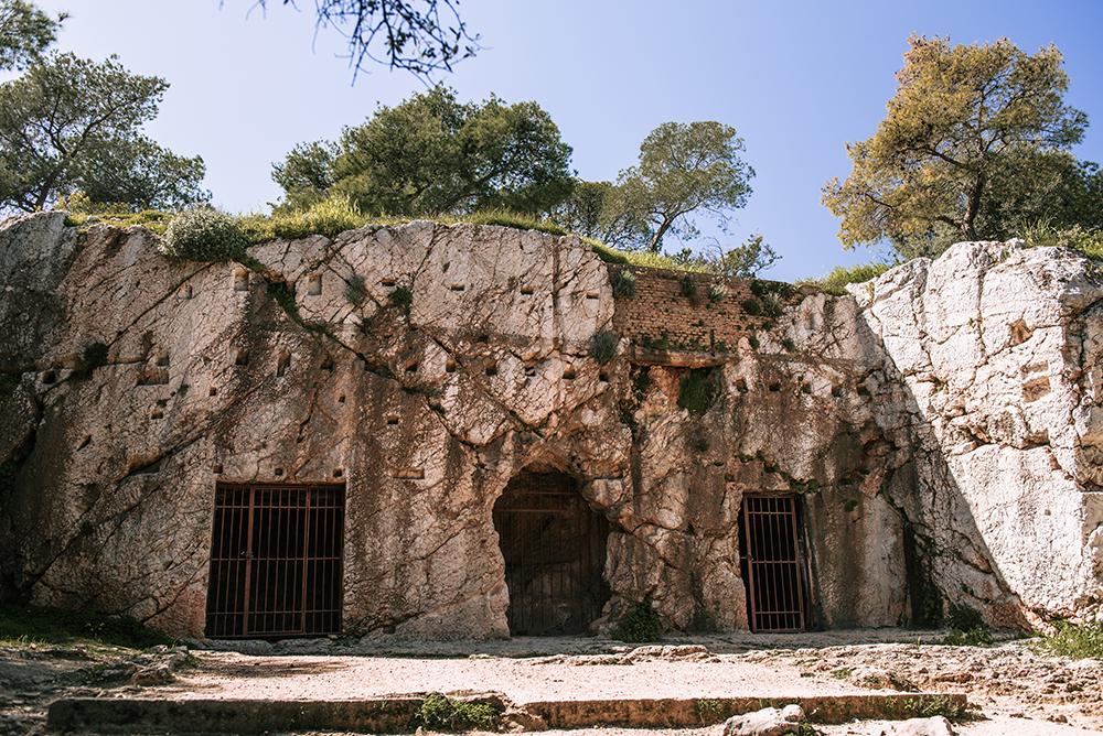Wzgórze Filopapposa (Muzejon) - Więzienie Sokratesa.