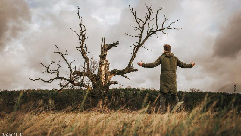 Milczenie roślin – sesja zdjęciowa z Tomaszem wśród Rogalińskich Dębów (Vogue)