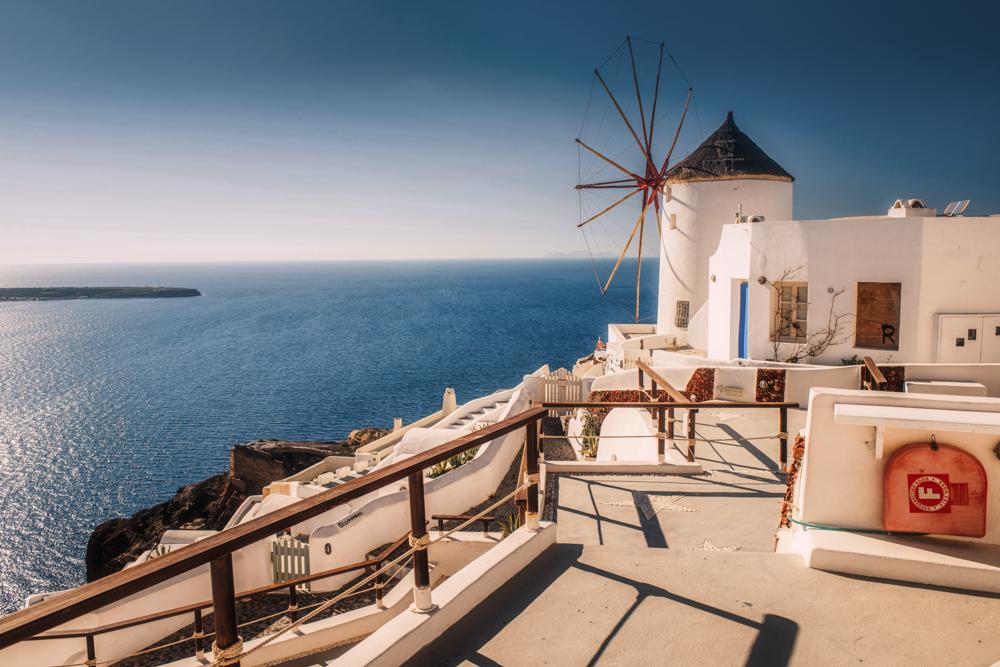 Co zobaczyć na Santorini? Wiatraki w Oia. Najpiękniejsze miejsca Santorini.