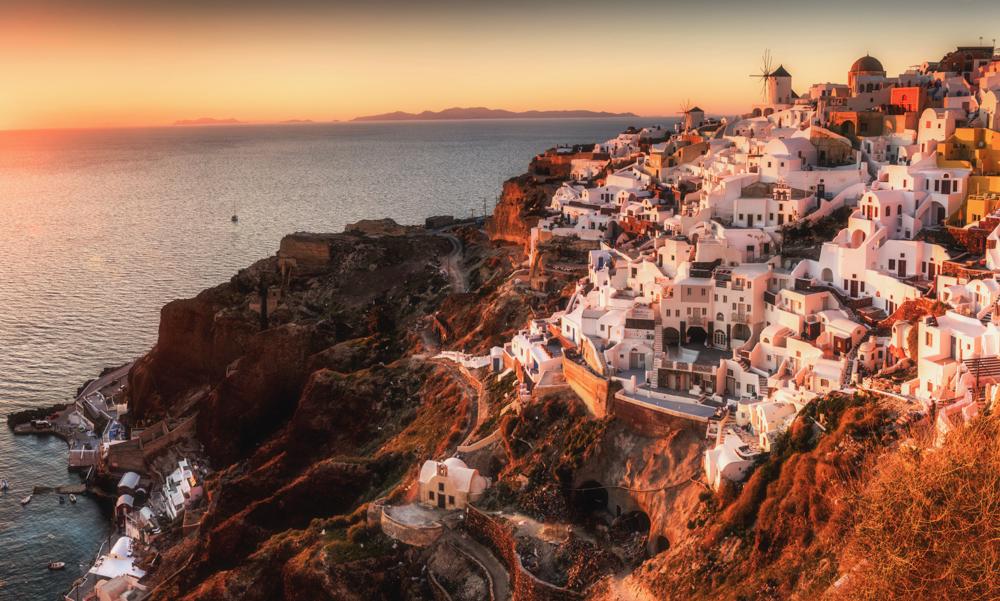 Co zobaczyć na Santorini. Ruiny bizantyjskiej twierdzy w Oia.