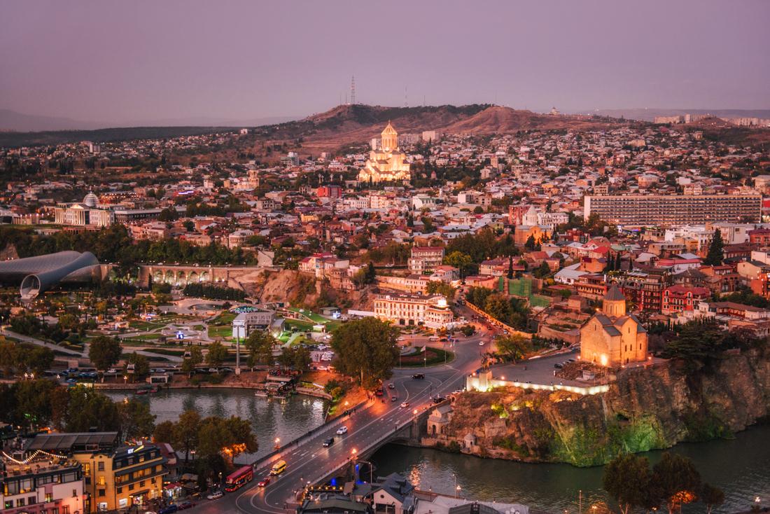 Największe atrakcje Tbilisi, co warto zobaczyć w Tbilisi? Tsminda Sameba