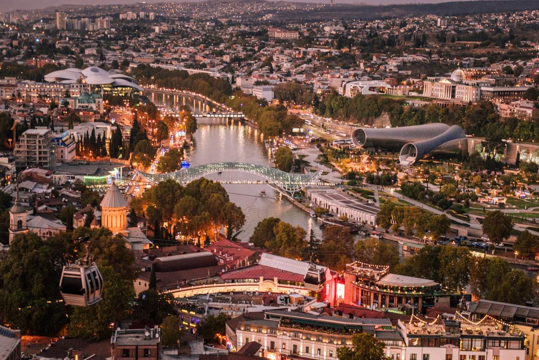Największe atrakcje Tbilisi, co warto zobaczyć w Tbilisi? Panorama Tbilisi