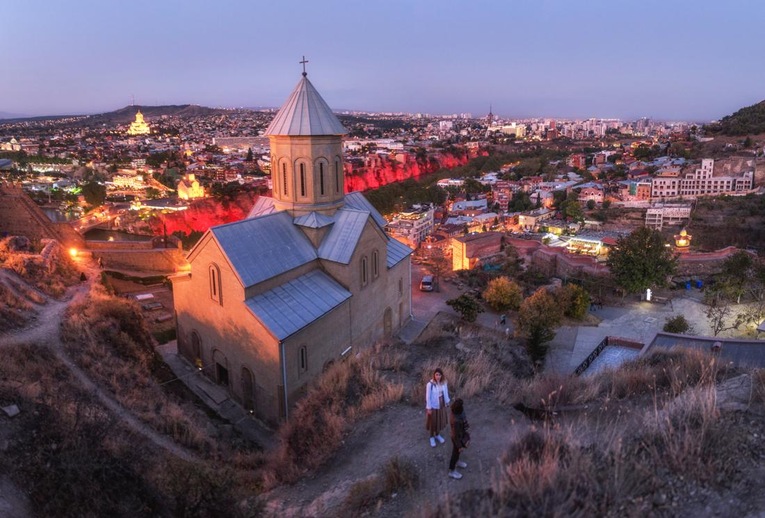 Największe atrakcje Tbilisi, co warto zobaczyć w Tbilisi? Kościół świętego Mikołaja na Narikali
