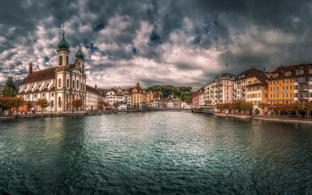 Nabrzeże Reuss, Lucerna. Co warto zobaczyć w Lucernie.