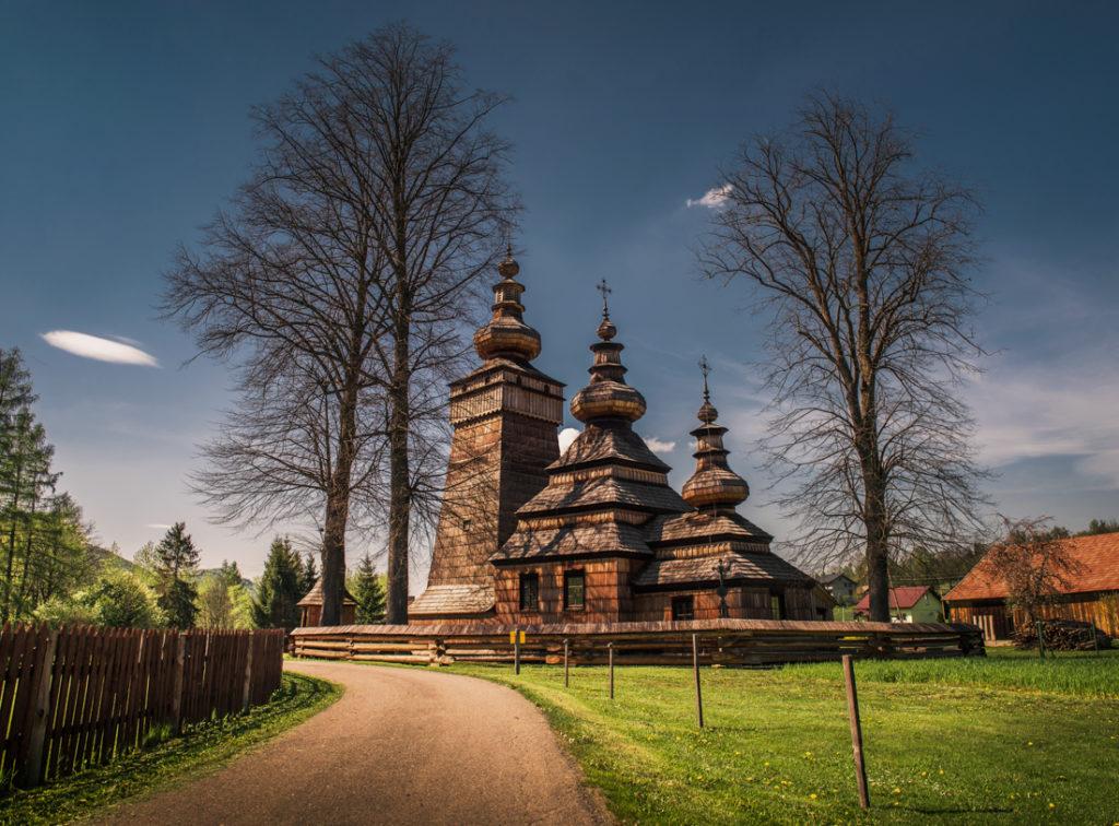 Drewniane cerkwie Beskidu Niskiego.   Cerkiew św. Paraskewy w Kwiatoniu.