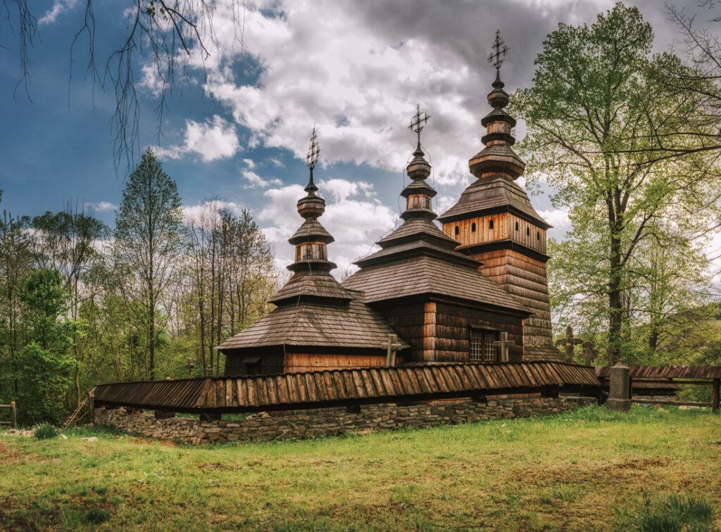 Beskid Niski drewniane cerkwie. Cerkiew świętych Kosmy i Damiana w Kotani