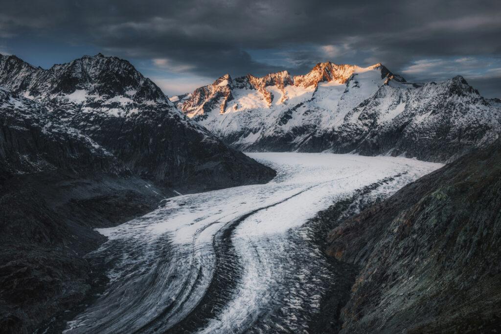 Największy lodowiec Alp - Aletschgletscher.