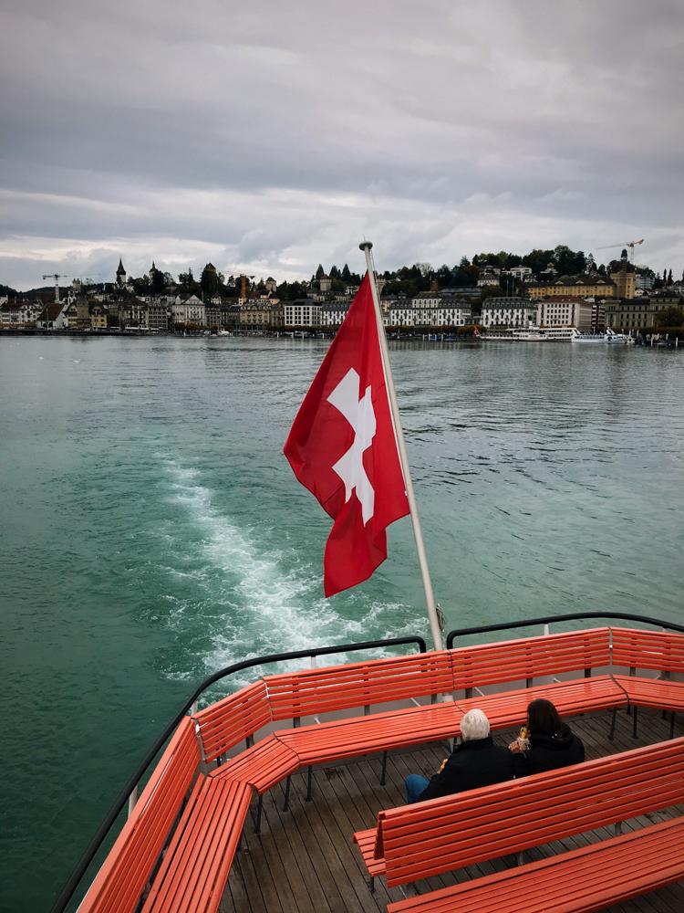 Lucerna prom do Alpnachstad. Rejs po Jeziorze Czterech Kantonów, Vierwaldstattersee.