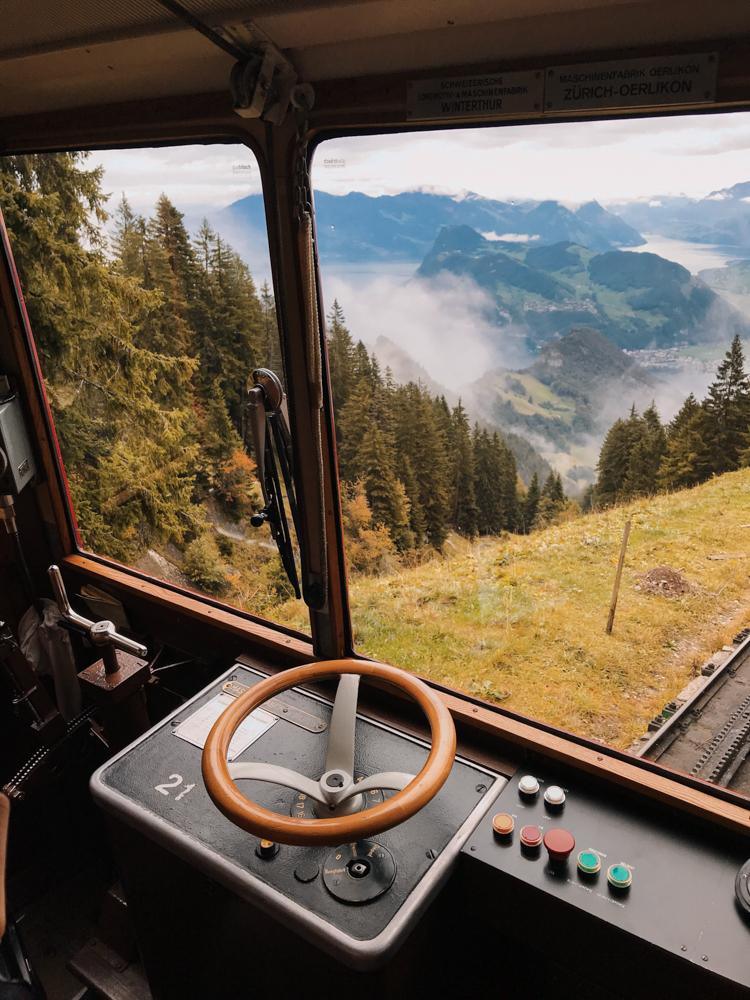Najbardziej stroma kolejka zębata świata. Pilatusbahn. Największe atrakcje Szwajcarii. Góra Pilatus.