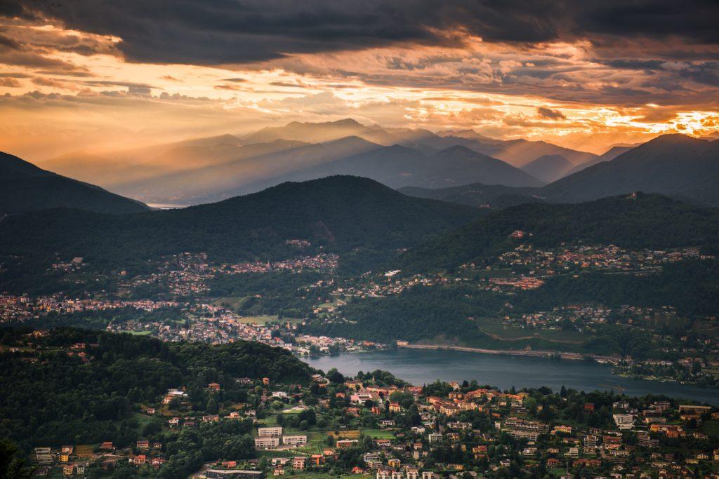 Widok na Ticino z tarasu restauracji Vetta na Monte San Salvatore