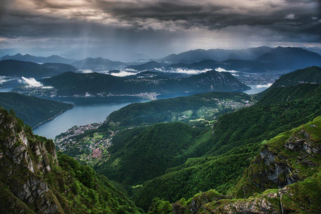 Panorama Lago Lugano ze szczytu Monte Generoso