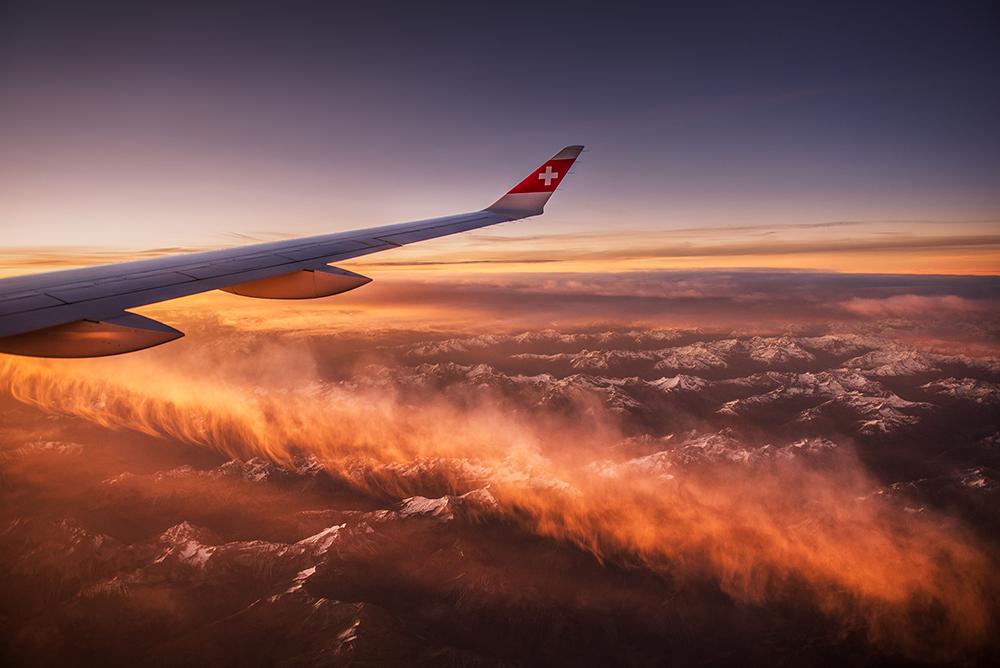 Panorama Alp z pokładu samolotu linii lotniczych Swiss