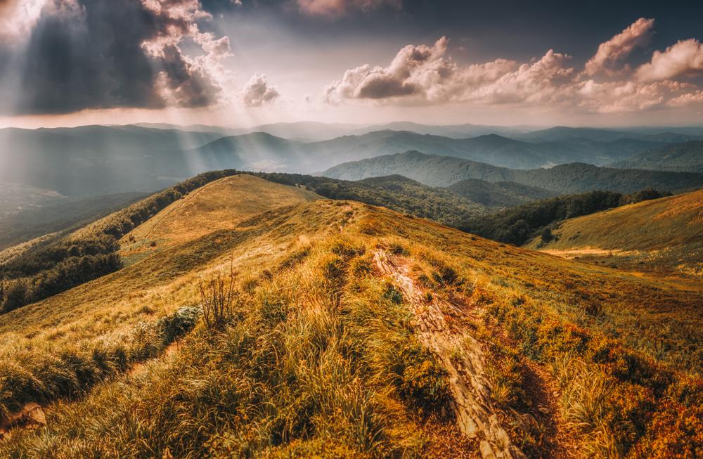 Panorama ze Smereka. Największa atrakcje Bieszczadów i najpiękniejsze szlaki piesze w Bieszczadach.