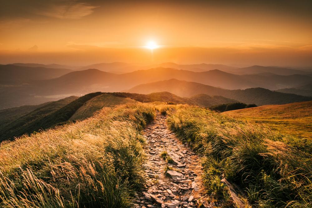 Zachód słońca na Smereku - najpiękniejsze szlaki w Bieszczadach.
