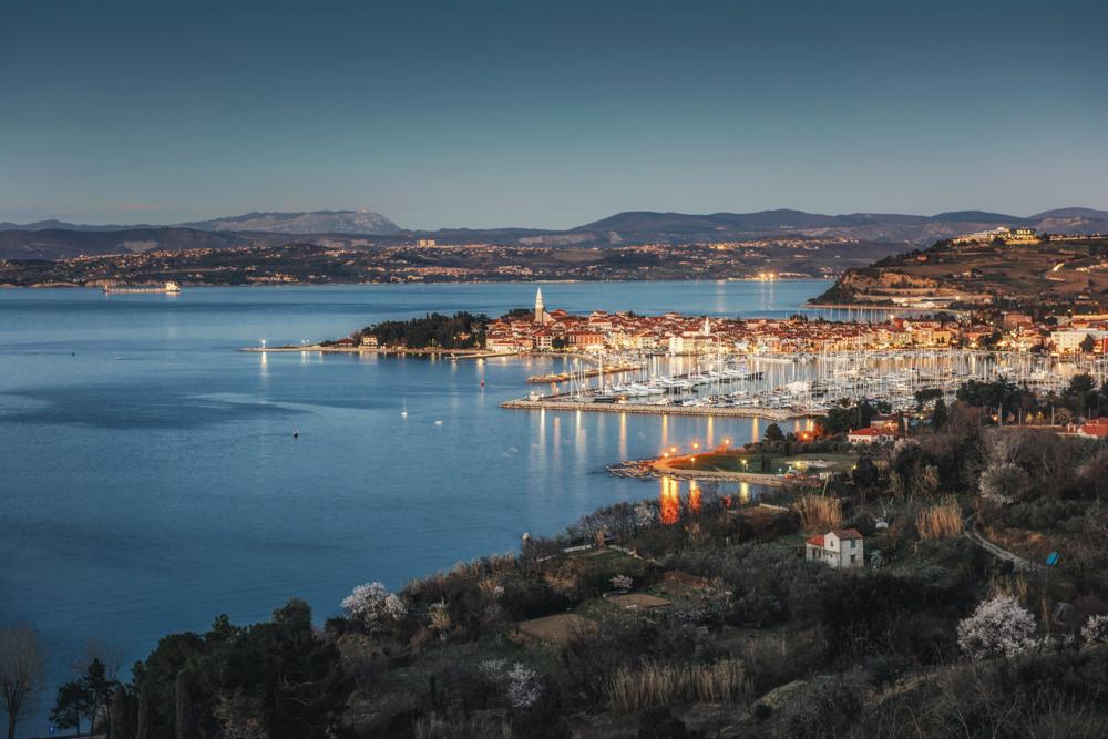 Wybrzeże Słowenii: adriatyckie plaże, miasta, góry i winnice – Koper, Piran i Izola. 12 największych atrakcji słoweńskiego wybrzeża.