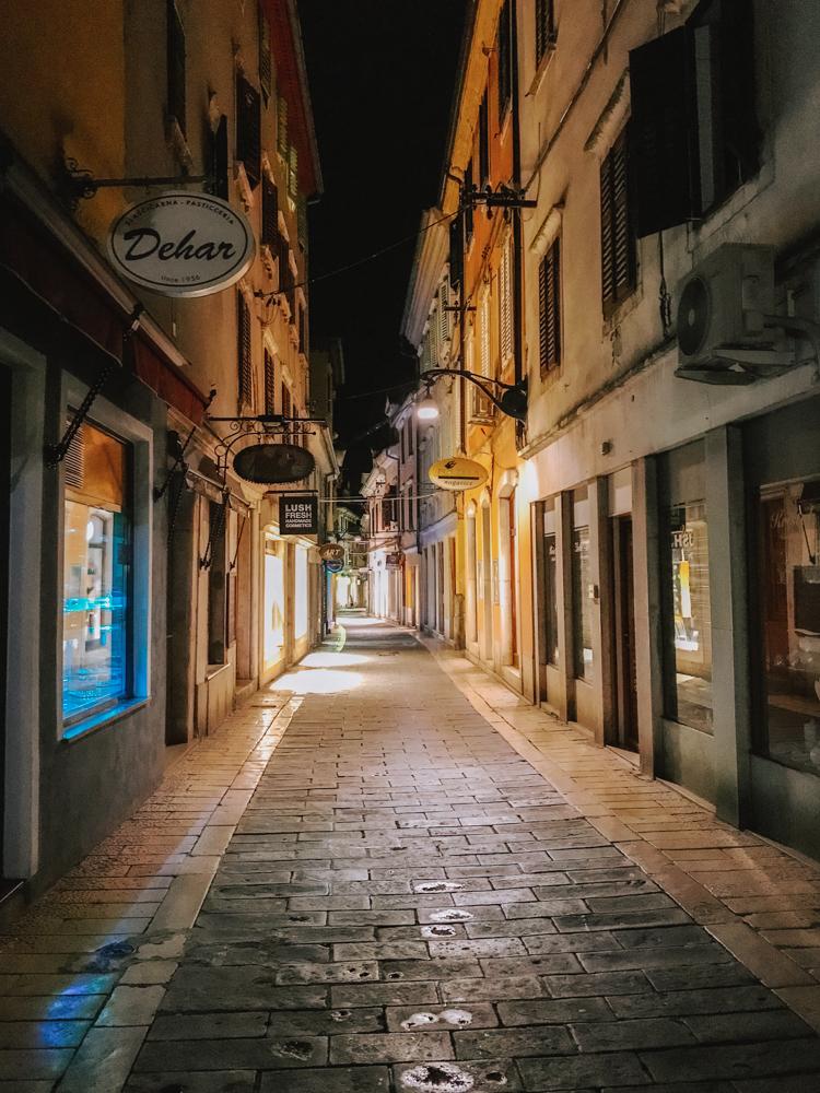 Uliczka w Koprze w Słowenii, co warto zobaczyć w Koprze, w Słowenii