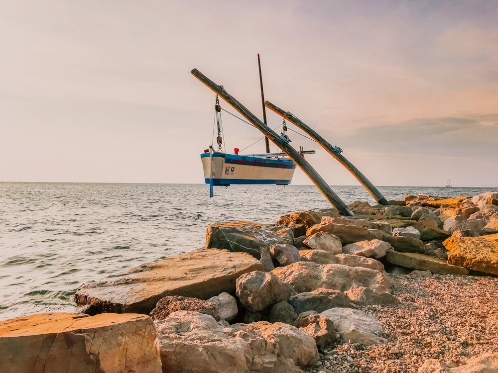 Słowenia plaże, Słowenia Adriatyk, najpiękniejsze miejsca Słowenii, co warto zobaczyć w Słowenii, Marina w Izoli, Słowenia, co zobaczyć w Izoli, plaża Delfinicek w Izoli, plaża w Izoli